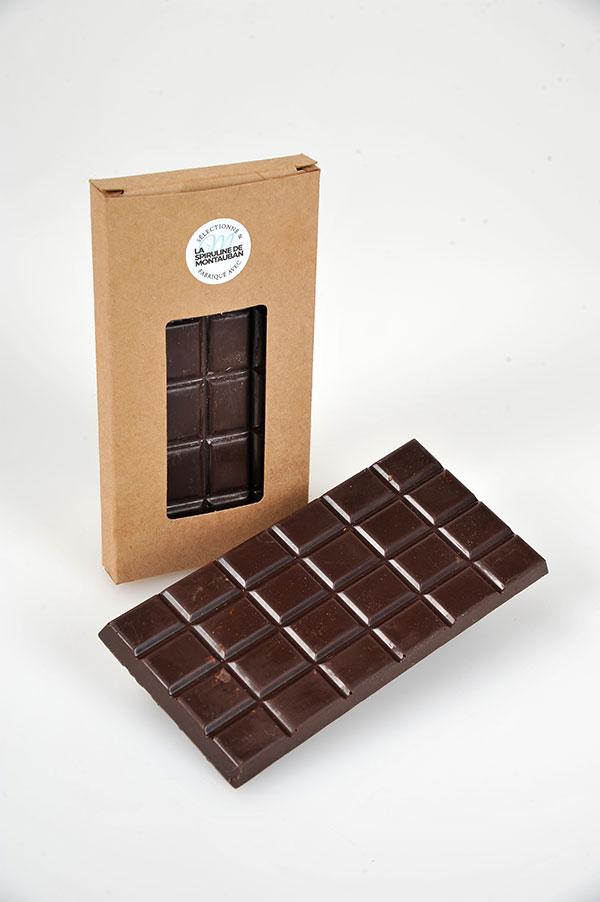 Présentation de la tablette chocolat noir à la spiruline de Montauban